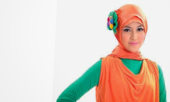 Gunakan Hijab dan Baju Warna Cerah Maka Anda Akan Bahagia