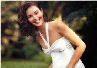 """Estrela de blockbusters como """"Divergente"""", a atriz se formou em língua francesa pela Kentucky University em 2007, aos 39 anos de idade."""