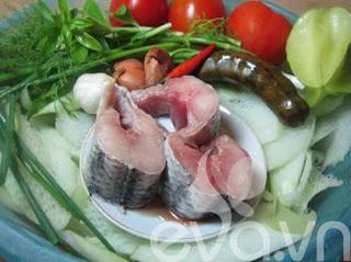 Nóng hổi canh cá nấu dọc mùng