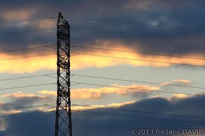 pylone silhouette aube ciel Seine-et-Marne