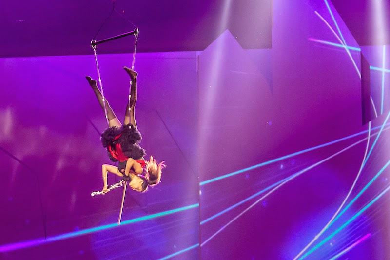 Check out the very awesome violinist doing acrobatic movements while playing
