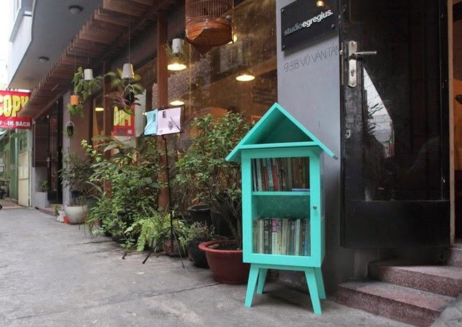 Tủ sách công cộng miễn phí giữa Sài Gòn