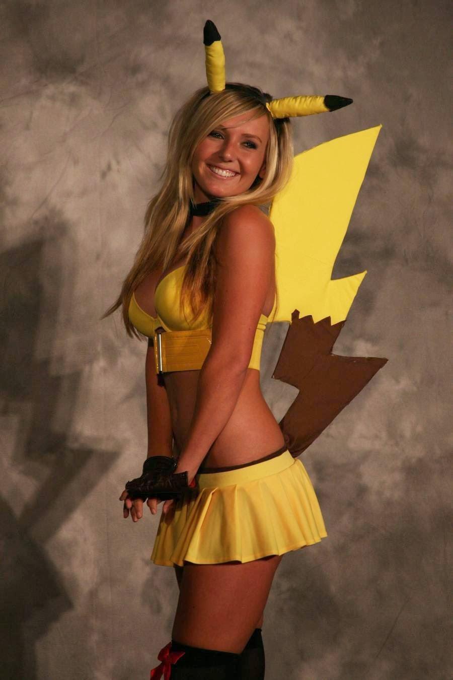 Jessica Nigri cosplays de Pikachu