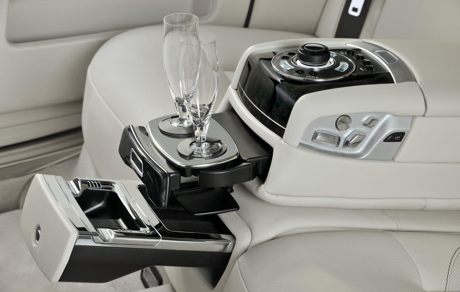 http://4.bp.blogspot.com/-_r11j1OCpR4/UAp_Pgb8t1I/AAAAAAAAAHE/oasqo3WdXBg/s1600/2012_rolls-royce_ghost_sedan_extended_wheelbase_int_dtl.jpg