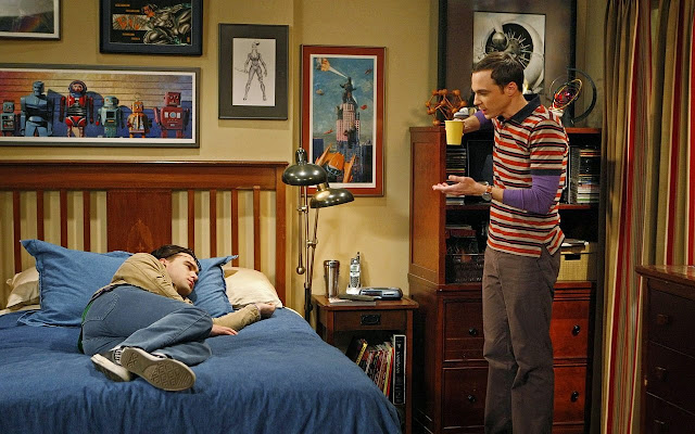 sheldon / leonard / bedroom / apartment