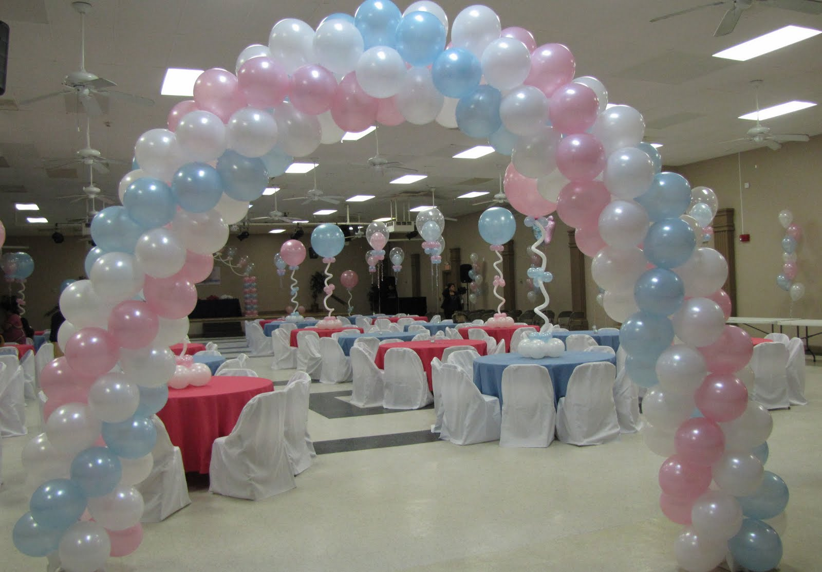 Balloons decorations for baby shower party favors ideas for Baby shower hall decoration