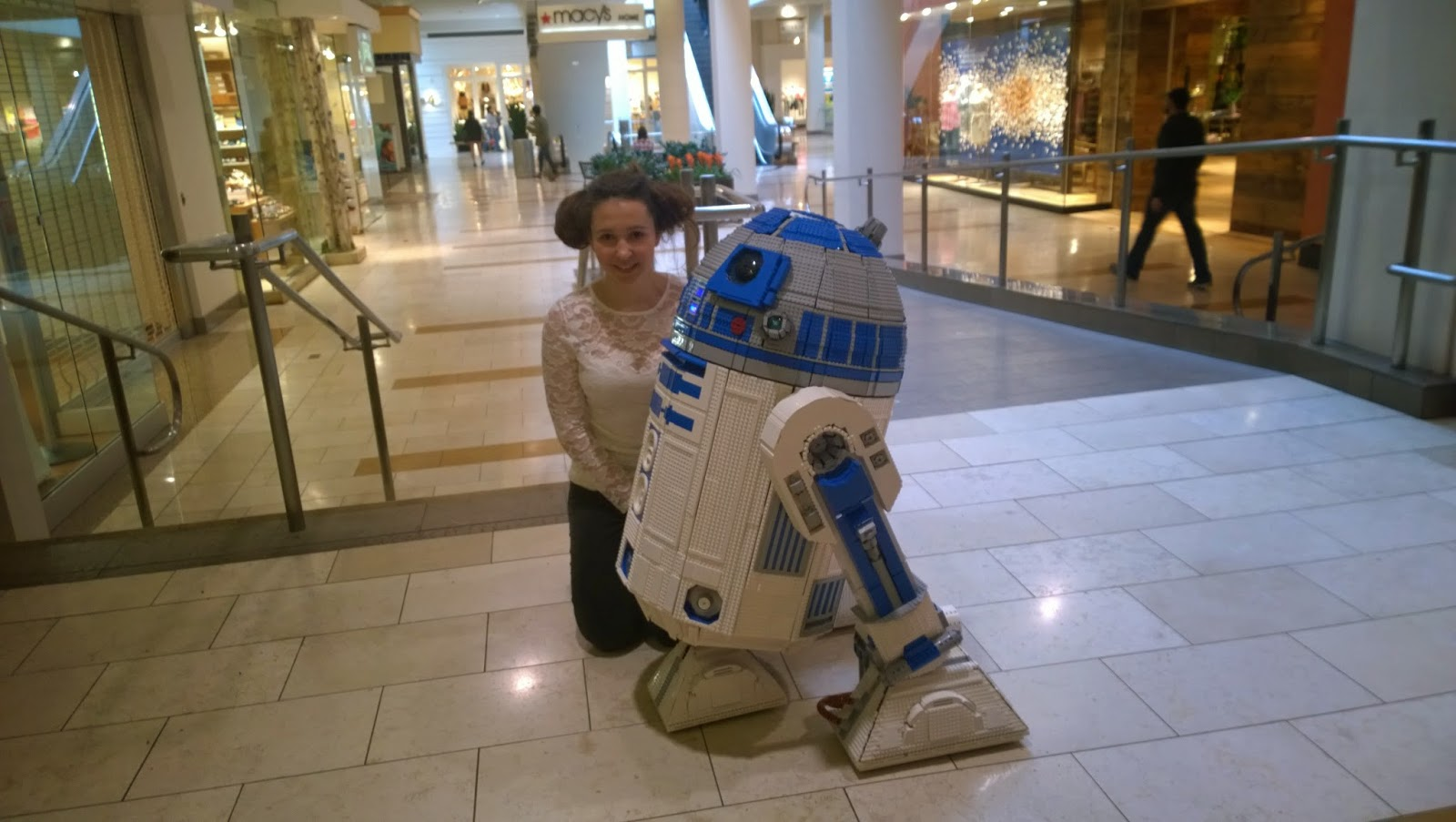 L3-G0 with a fan on Star Wars Day