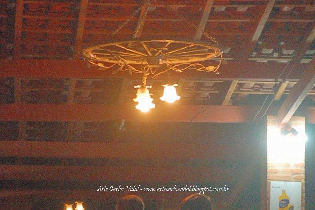 Lustre Roda de Carroça .. Clique na Foto para entrar no Site Vale das Grutas ..