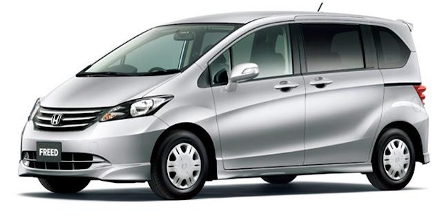 Tampak Samping Mobil Honda Freed