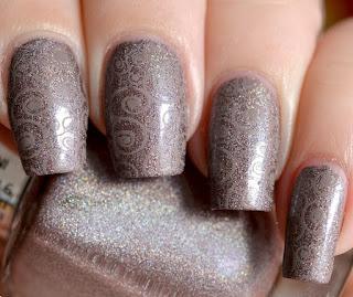 http://lenas-sofa.blogspot.de/2015/05/beyu-holographic-nail-lacquer-994-mauve.html