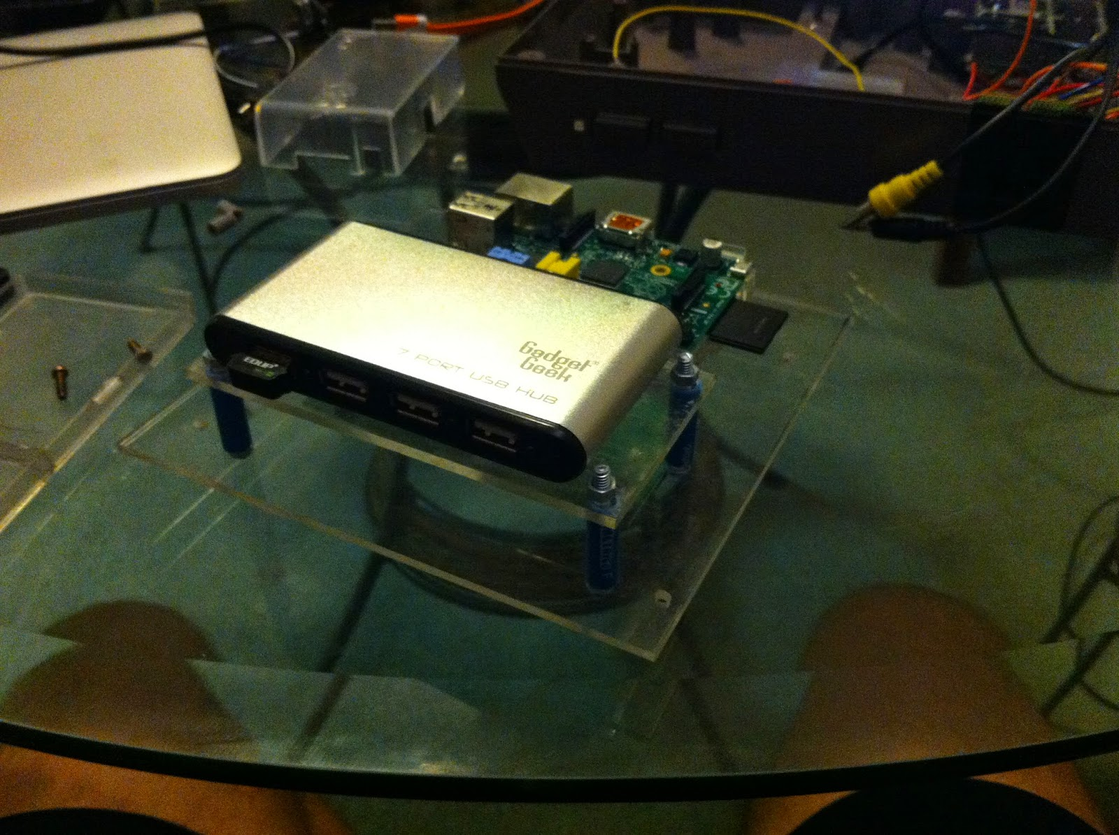 Retro Projects Raspberry Pi Installed Into An Old Broken Nes Usb On Off Power Switch Circuit By Mausberry Circuits You Can See Here That Sticking Out The Front Of Hub Is A Wifi Dongle This One Really Small And Works Box With