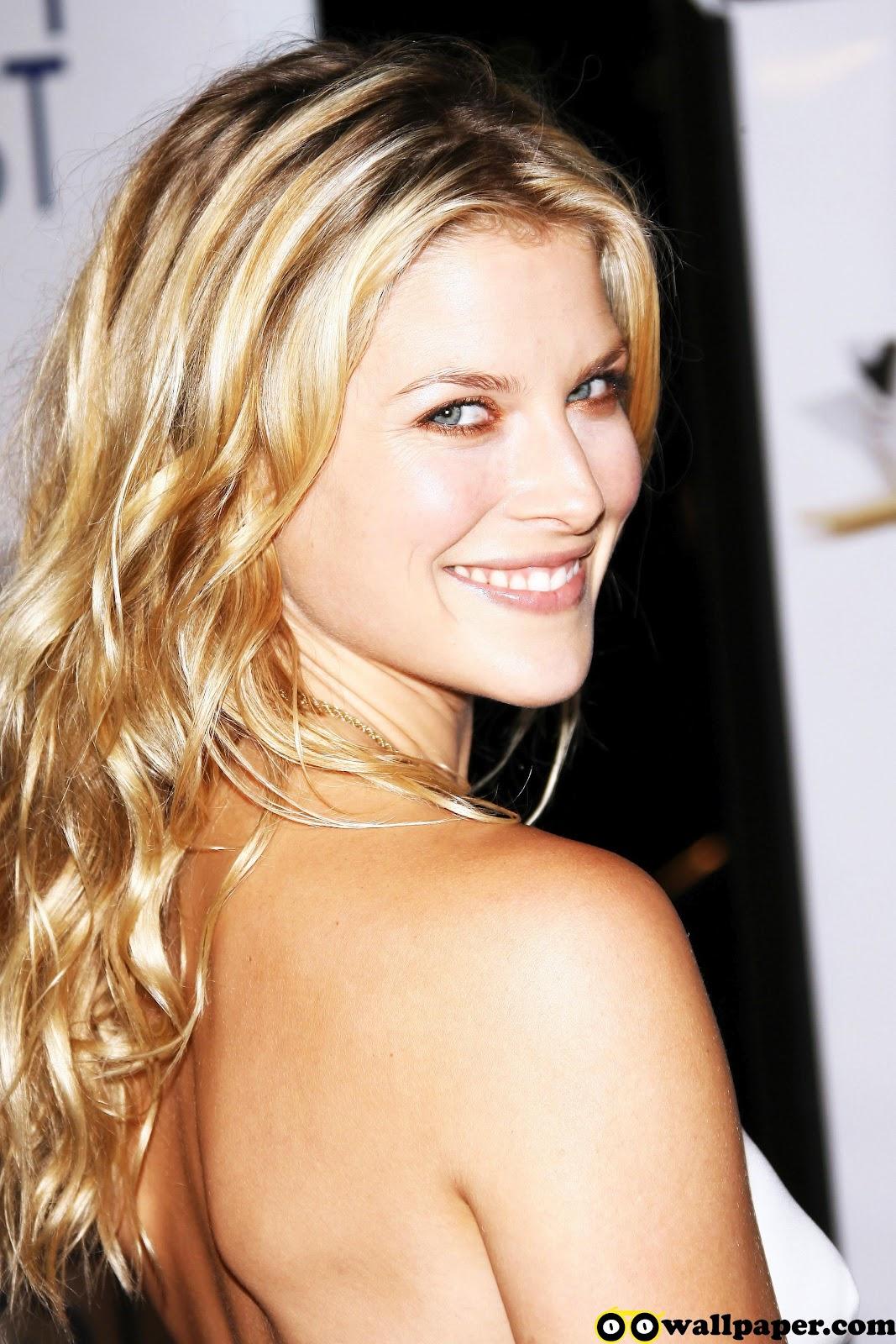 http://4.bp.blogspot.com/-_saNqTA4GFM/T1YSJKWRC2I/AAAAAAAAE-s/e_MCmiRQnw0/s1600/oo_ali_larter_white_sexy_back_smile.jpg