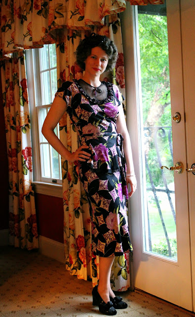 1940s novelty print peplum dress