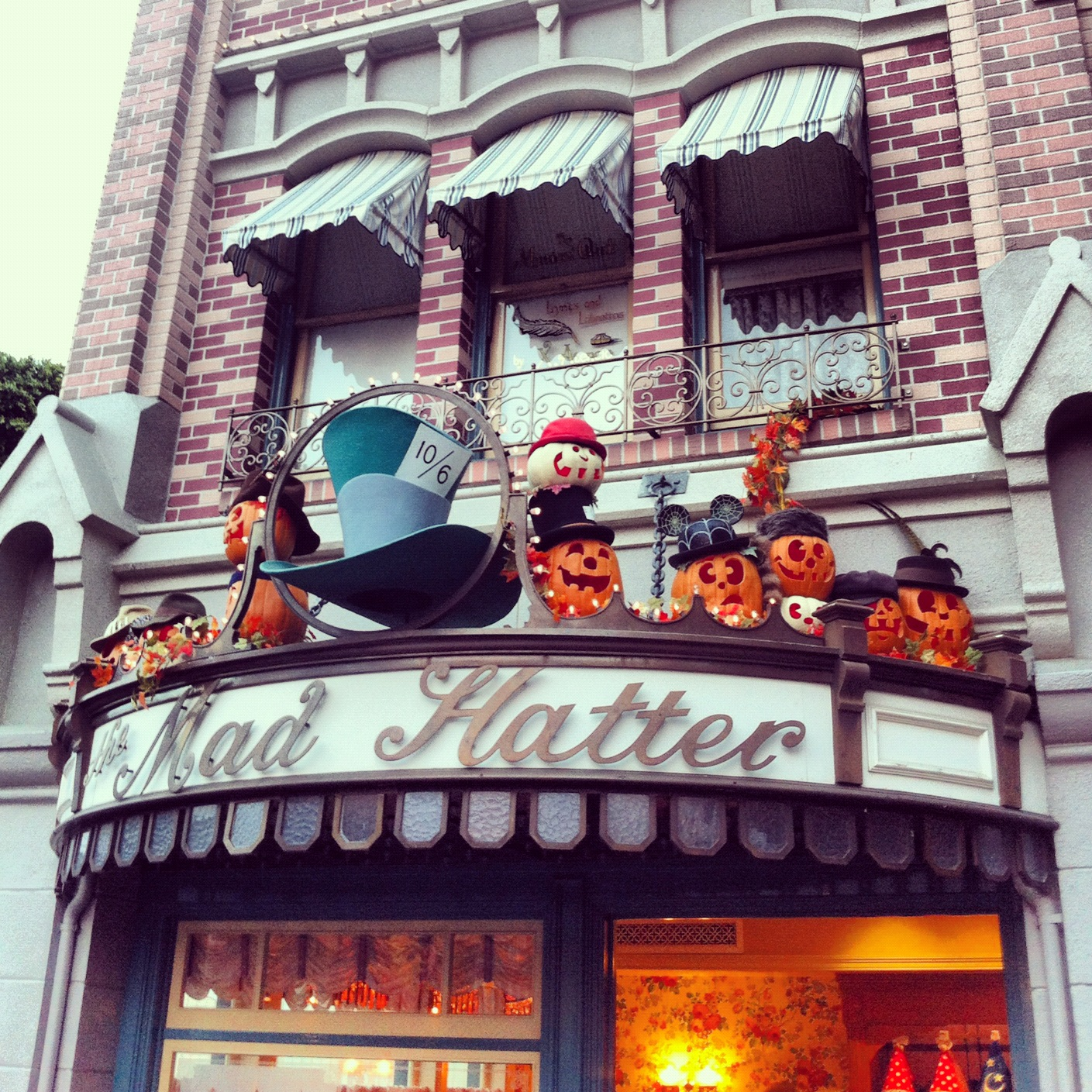the gallery for gt disneyland mad hatter store