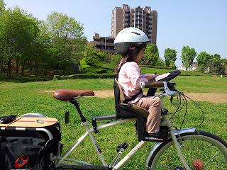 公園へ寄り道。Extracycle Radish  Weeride チャイルドシート