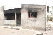 Mataram três pessoas incendiando duas casas