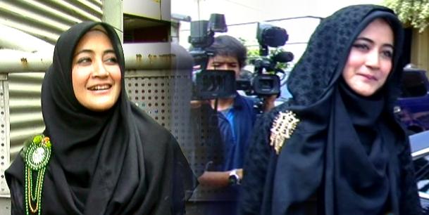 Jilbab Hitam Dengan Bros Ala Pipik