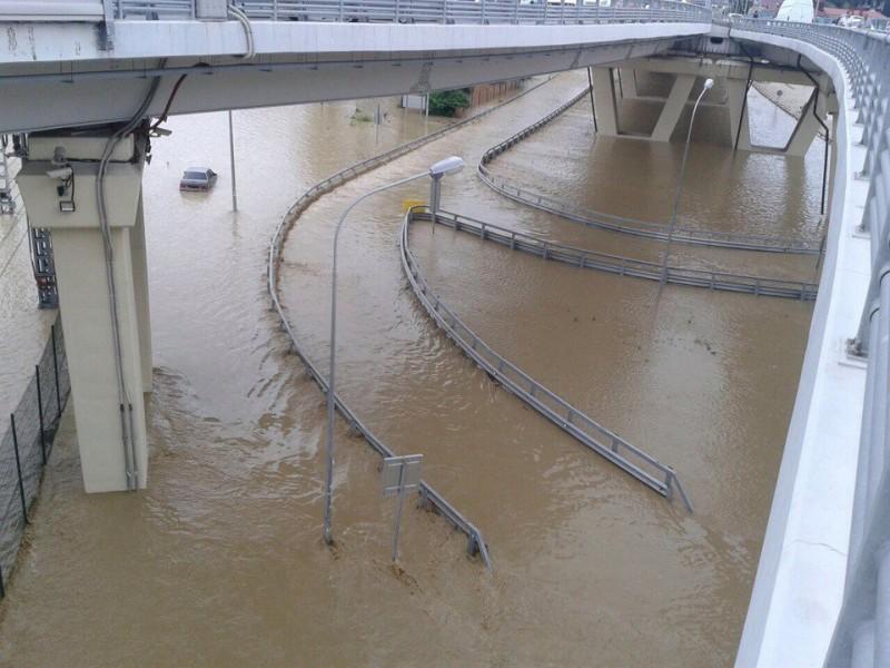 Наводнение в Сочи, Адлере и Липецке
