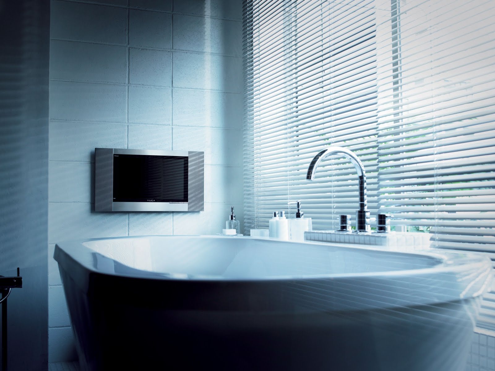 #437188 Até Tv os japoneses instalam no banheiro devido ao grande tempo que  1600x1201 px Banheiro Ofuro 2701