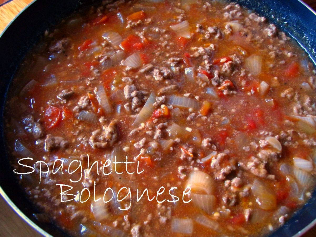 Easy Spaghetti Bolognese Recipe - Natural Suburbia