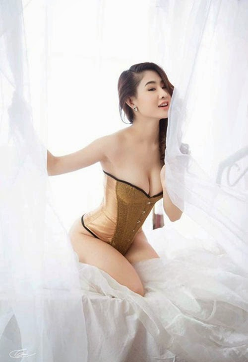 girl ngực to DJ