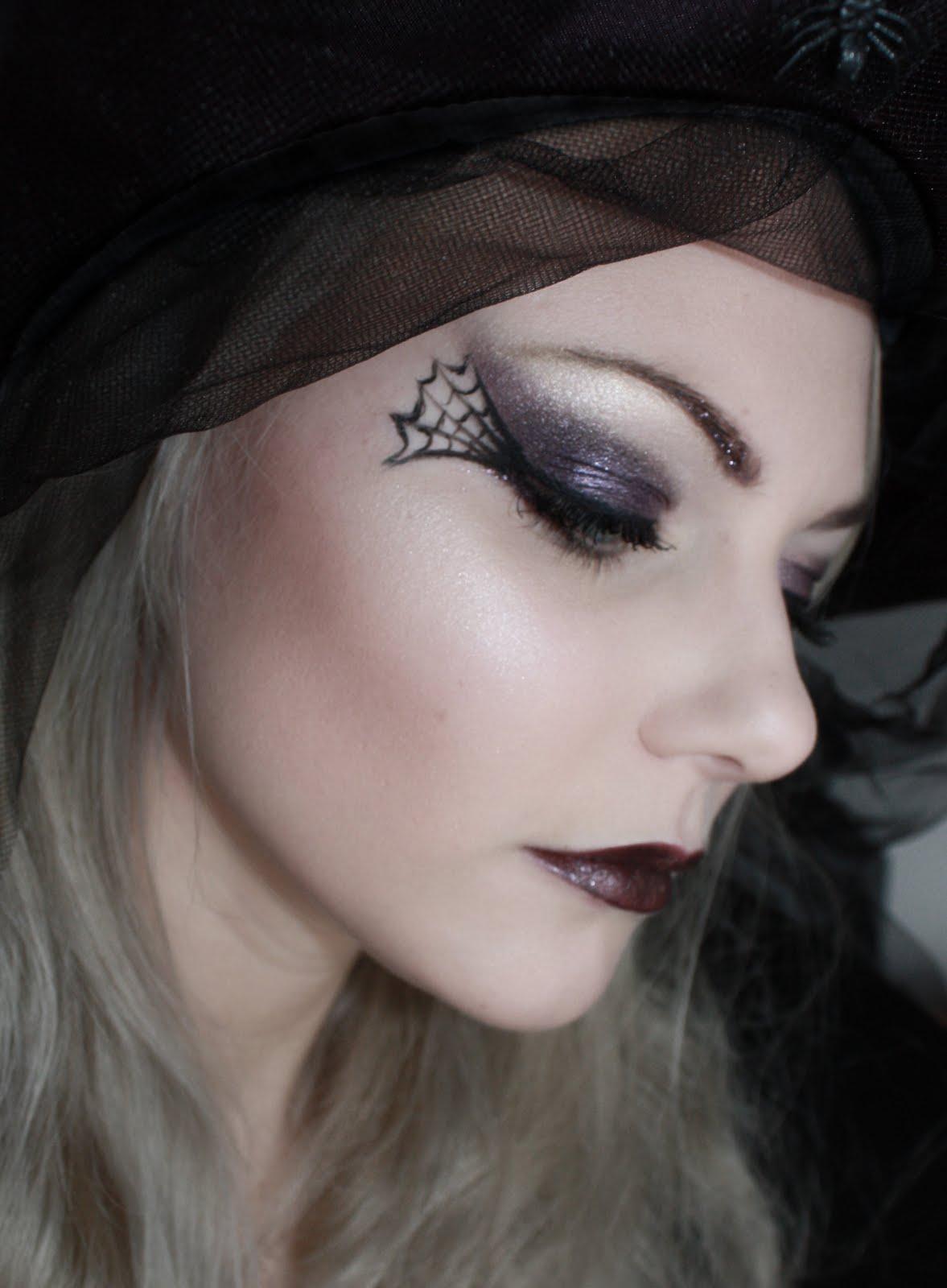 Make-up your life: Lebenszeichen und Faschingslooks