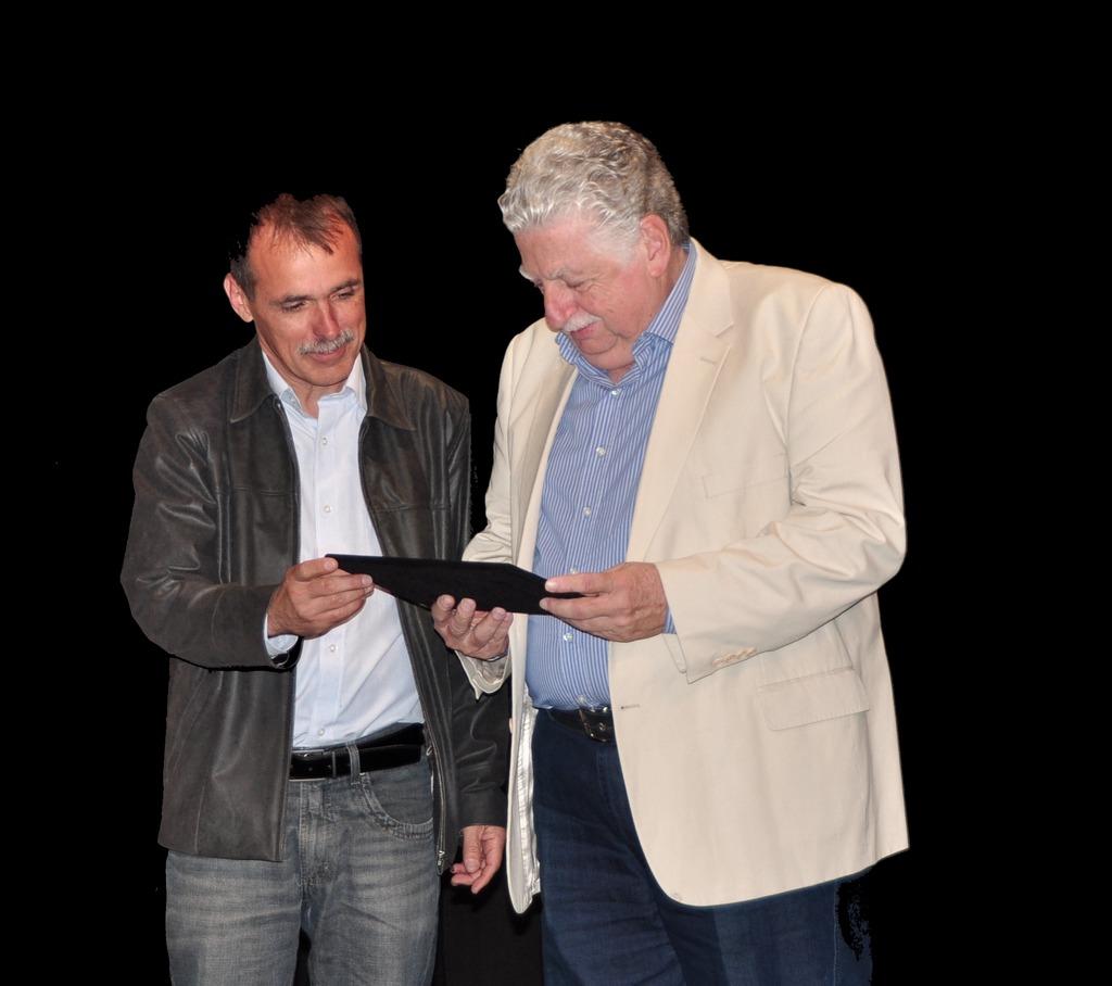Wanderley Peres na entrega da homenagem ao ex-prefeito Celso Dalmaso