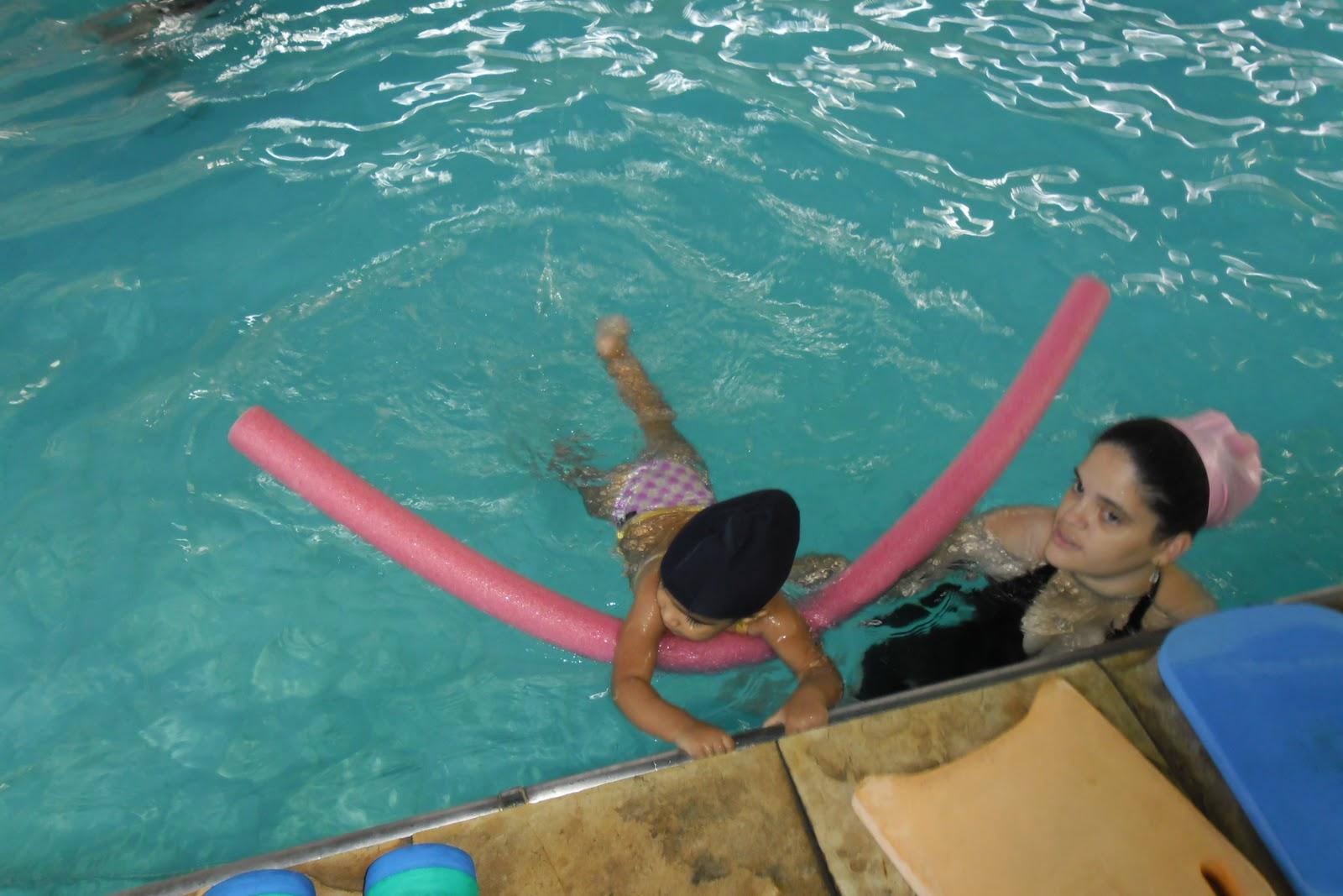Sofia deixe ela piscina com tio vicente for Piscina mund