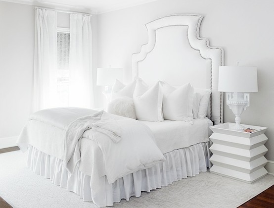 The glam pad glamorous white bedrooms for Deco chambre a coucher blanche