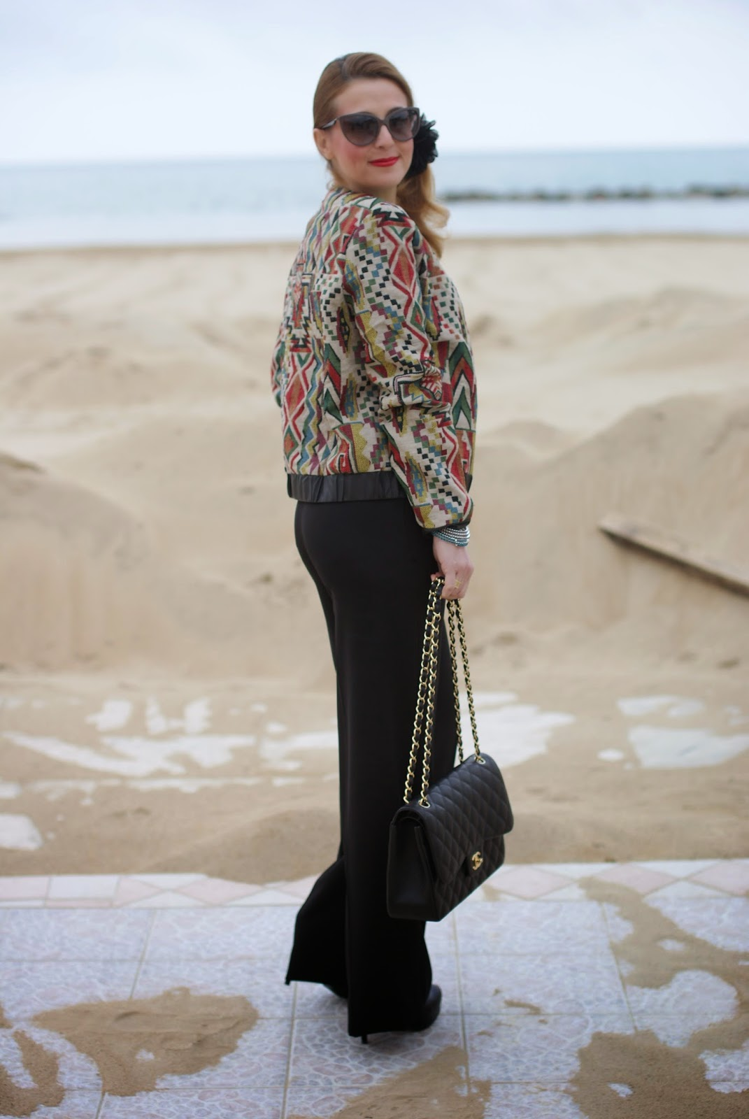 Chanel 2.55 classic flap bag, Paramita jacket, Lunatic pantaloni, palazzo pants from back, how to style palazzo trousers, bomber jacket, Moliabal elastico capelli, palazzo pants, Lunatic pantaloni, sided ponytail, Fashion and Cookies fashion blog, fashion blogger