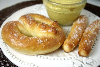 Homemade Auntie Anne's Pretzels: Featured in Tipnut!