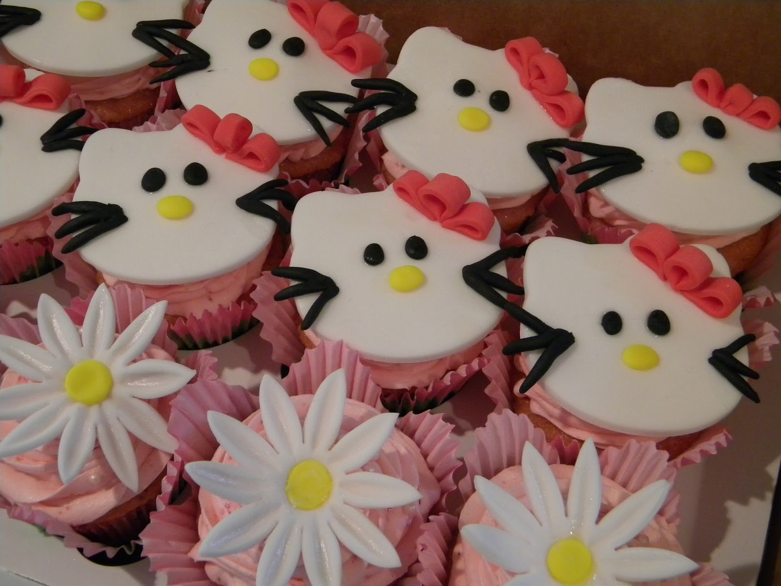 Ze Cookie Lounge Hello Kitty Cupcakes