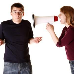 لماذا تتحدث تتكلم النساء أكثر من الرجال - woman women talk too much