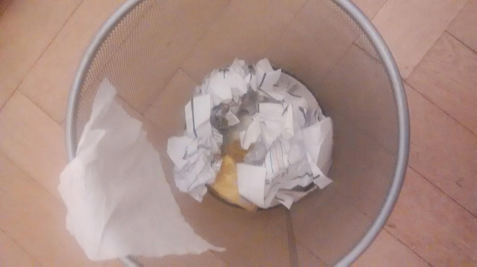 Runzelfuesschen Kind liebt Müll