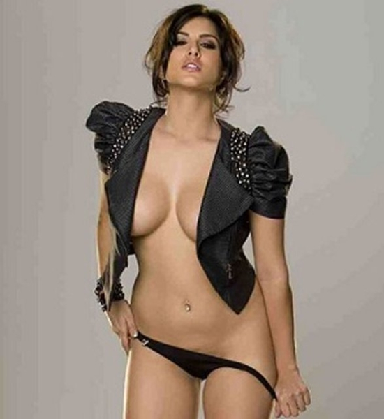 sunny Leone hot visible boobs