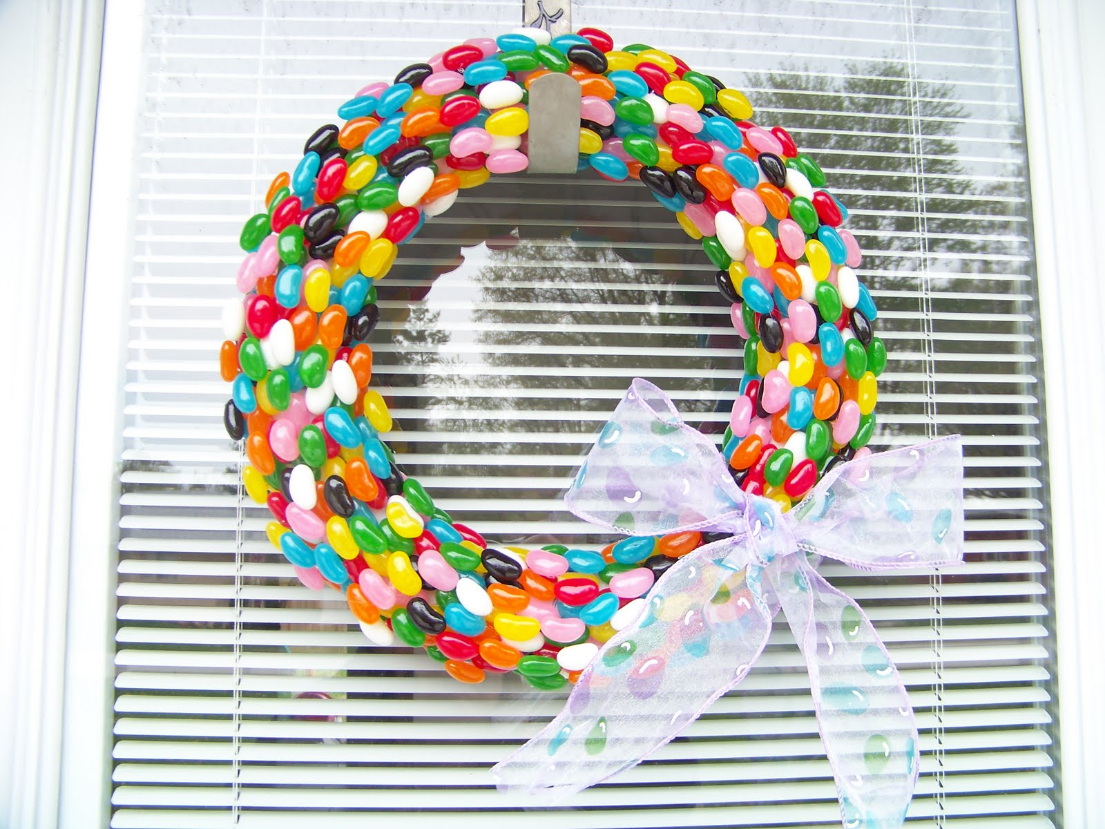 Jelly Bean Easter Wreath. Click for 40 more #DIY #Wreath Ideas