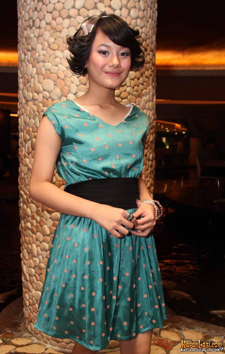 Dinda Hauw , adalah Artis Cantik Remaja Indonesia. Yang pernah