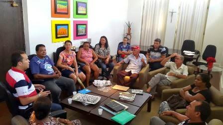 Prefeito Thiago Cavalcanti reúne moradores para procurar soluções no abastecimento d'água