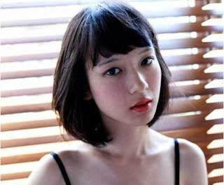 model rambut pendek wanita asia brief straight with bangs