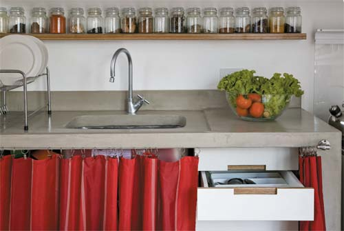 decoracao cozinha pequena simples:Criando Asas: Ideias de cortinas para pia de cozinha
