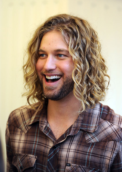 The 35-year old son of father (?) and mother(?), 176 cm tall Casey James in 2018 photo