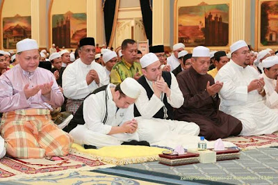 Gambar Kuliyyah Ustaz Azhar Di Istana Negeri Kubang Kerian Bersama Sultan Kelantan | Iftor Maei Qiam With Me 1434H/2013