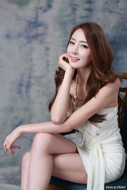 Eun Bin Showing Her Beautiful Legs