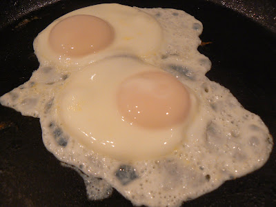 The Creative Homemaker: Perfect {Sunny Up} EGGS
