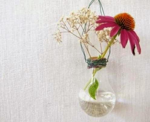 Vas bunga cantik dari bohlam bekas