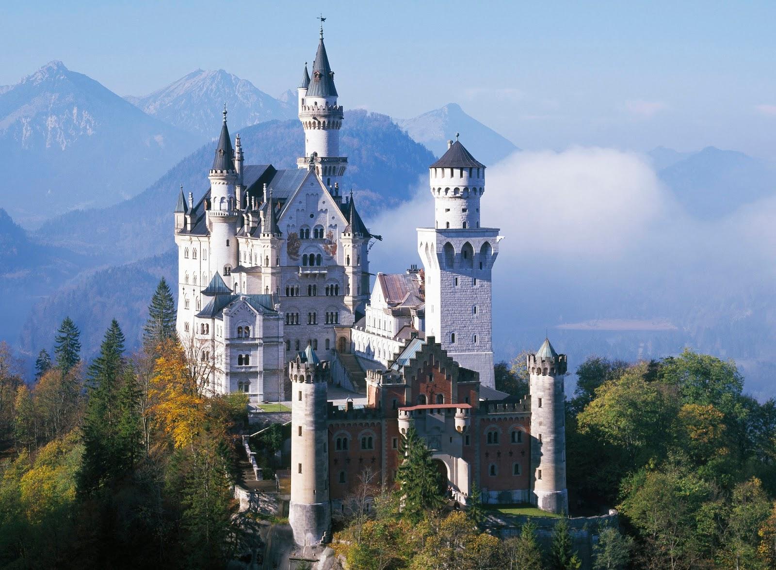 neuschwanstein castle real castle of sleeping beauty. Black Bedroom Furniture Sets. Home Design Ideas