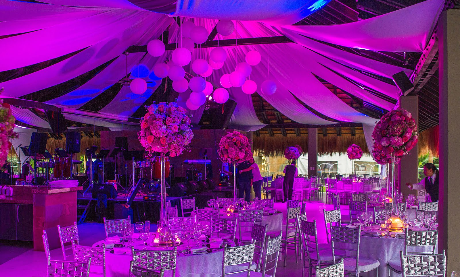 La importancias de decorar adecuadamente tus eventos sociales for Decoracion de salones para eventos