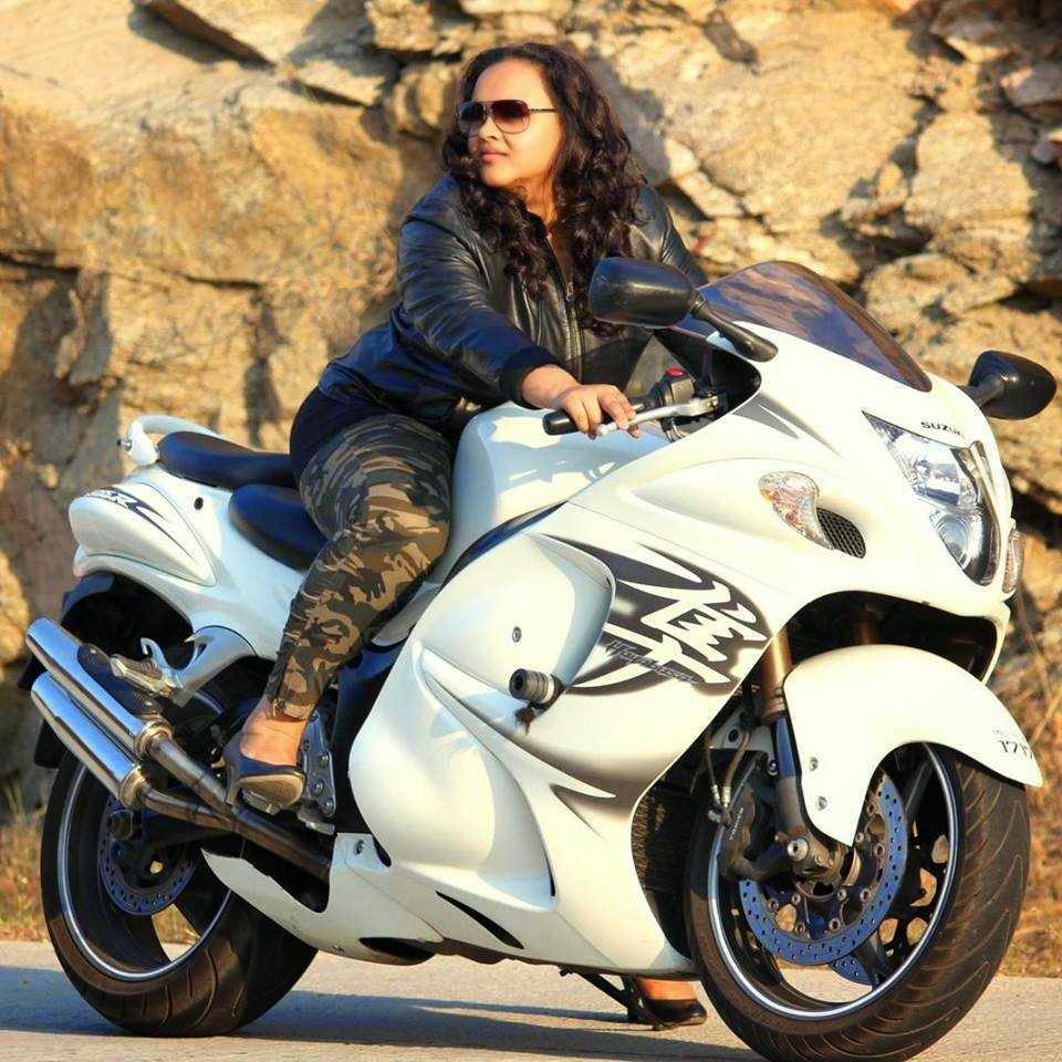 Indian Lady Riding Bike 123 Indiagirlsonbike Women Empowerment