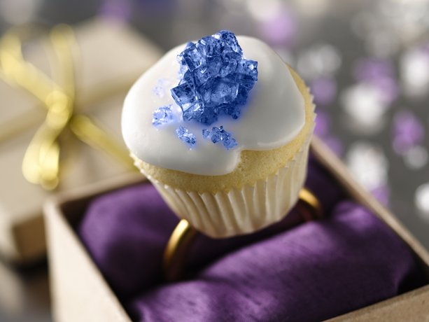 ideas for royal wedding cupcakes. royal wedding cupcakes designs