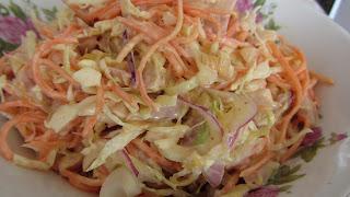салат с копченой курицей готов
